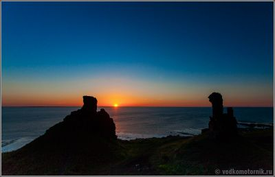 Скалы Два брата на Кольском полуострове