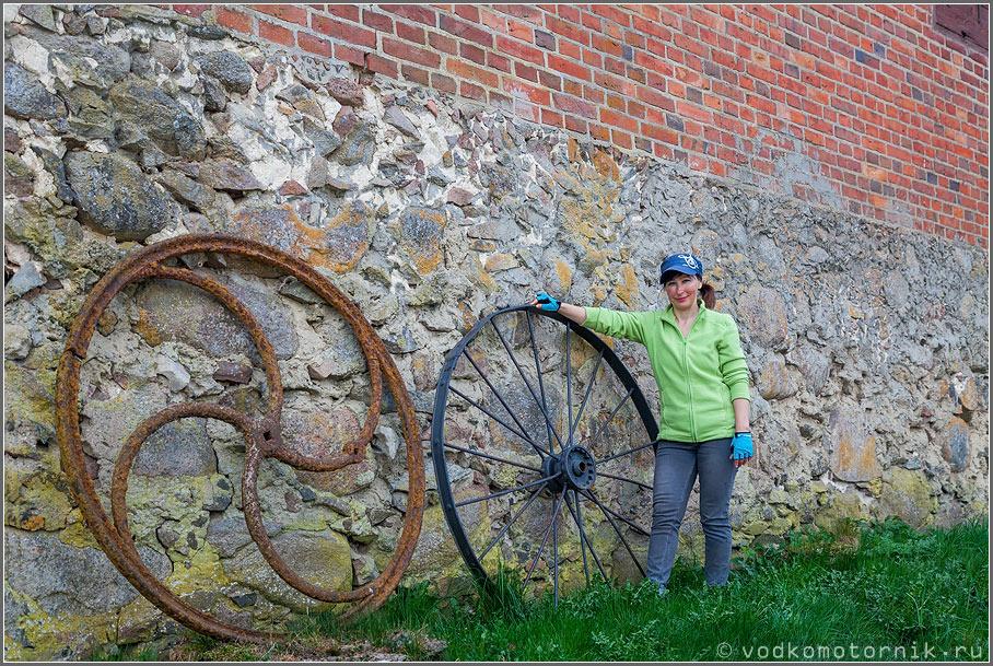 В Средние века колеса делали уже из металла