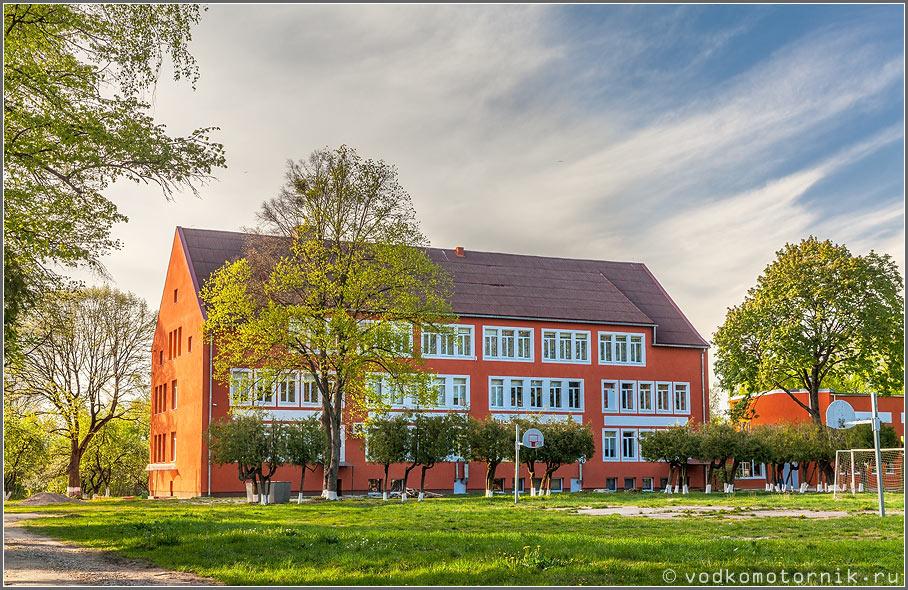 Здание школы в п.Боьшаково